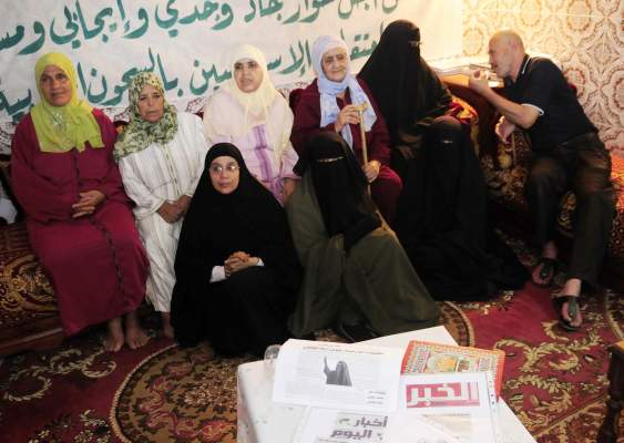 Photo of عائلات معتقلي السلفية الجهادية يتبرؤون من أرملة المجاطي وتطالب بتبرئة دويها والإفراج عنهم