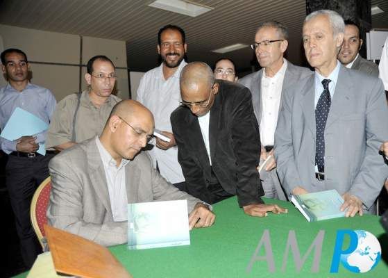 Photo of الكاتب حسن أوريد يوقع مؤلفاته بمسرح محمد الخامس