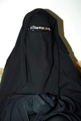 Photo of أم آدم المجاطي ضد المراجعة الفكرية للتائبين