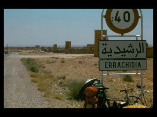 Photo of الراشيدية: الجيش يتدخل لمساندة الدرك في مواجهته مع عصابة مسلحة في الحدود المغربية الجزائرية