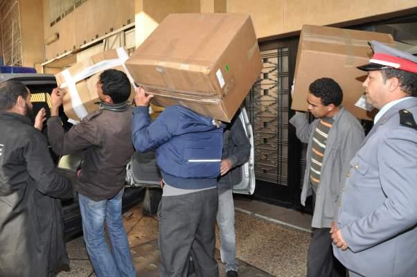 "Photo of الدار البيضاء: درك ""2 مارس"" يداهم شقتين ويحجز كمية كبيرة من علب ""المعسل"" ومبلغ مالي قدره 21 مليون سنتيم"