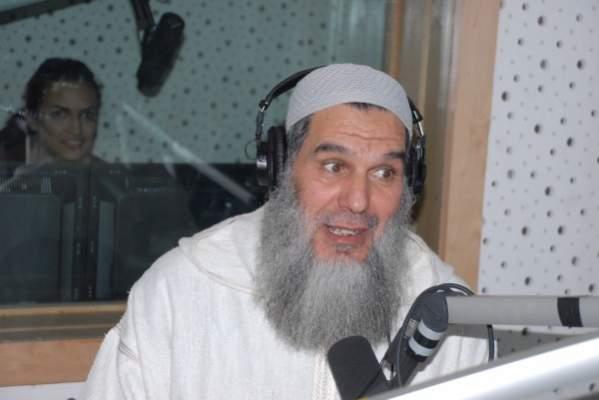 "Photo of فيديو.. الاعتراف سيد الأدلة: الشيخ الفيزازي يهوى ويعشق ""البارصا"""