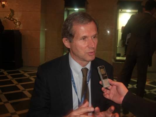"""Photo of """"بيرغلوف"""" مستشار خاص لرئيس البنك الأوروبي ل""""أكورا"""": يجب دعم المقاولات الصغيرة والمتوسطة"""