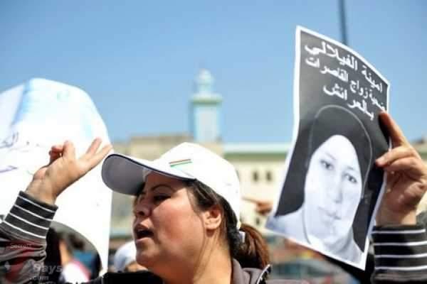 "Photo of فيديو: والد أمينة الفيلالي المنتحرة يكشف لـ""أكورا"" جانب من تناقضات ملابسات زواج ابنته من مغتصبها"