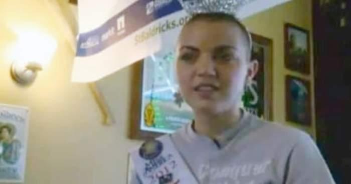 Photo of فيديو: ملكة جمال ولاية ألاسكا تحلق شعرها للتبرع لأبحاث السرطان
