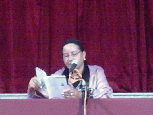 "Photo of اشتغلت منظفة بالمركز الثقافي الفرنسي..الشاعرة بنساكور لـ""أكورا"" : لو لم في ""الميناج"" لما كنت شاعرة"