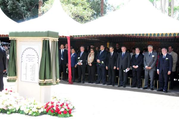 "Photo of مسؤولون حكوميون مغاربة وأجانب بـ""جامع الفنا"" في ذكرى تفجيرات مقهى ""أركانة"" بمراكش"