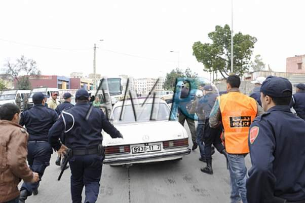"Photo of الأمن ""يهرب"" بنكيران في سيارة أجرة كبيرة بمسيرة الشعب المغربي من أجل القدس"