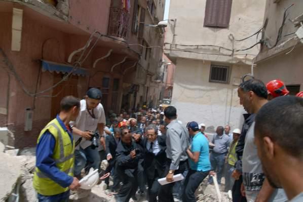 Photo of وزير الداخلية لم يتمم زيارته لمكان انهيار منزلين بالمدينة القديمة بالبيضاء بسبب غضب السكان