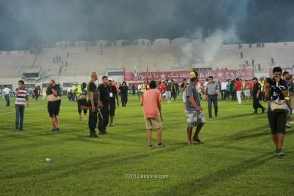 Photo of ثورة الياسمين تأخذ شكل الهوليكنز: جماهير النجم الساحلي تقتحم الملعب خلال لقاء فريقها ضد الترجي