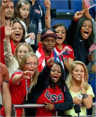 Photo of مفهوم الأسرة لا يقتصر فقط على قرابة الدم: أمهات يُسهمن في الفوز بالميداليات الذهبية في ألعاب الأولمبياد