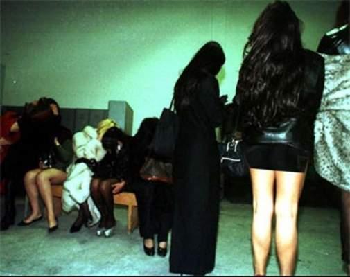 """Photo of اعتقال مغربية بالكويت رفقة كويتي وبحوزتهما ثلاثة """"أصابع"""" من الحشيش و""""ويسكية مستوردة"""""""