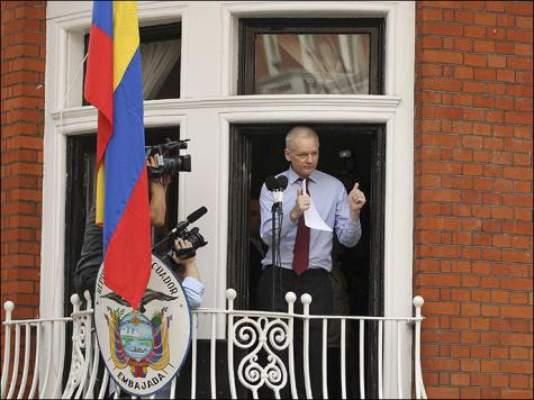 Photo of تفاصيل مثيرة لطريقة عيشه داخل غرفة بالسفارة: مؤسس ويكيليكس مقتنع بالذهاب للإكوادور