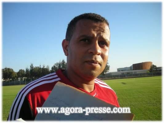 "Photo of بنمحمود المساعد الثاني للطاوسي لــ""أكورا بريس"" (فيديو): من يتوفر على الرغبة في القتالية هو من يستحق اللعب للمنتخب المغربي"