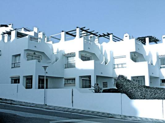 Photo of إسبانيا تمنح رخص الإقامة للأجانب الذين يقتنون منازلا لا تقل قيمتها عن 160 ألف أورو