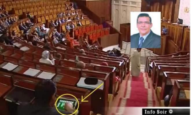 """Photo of كشف هوية البرلماني الـ""""صوليتير"""" داخل القبة"""