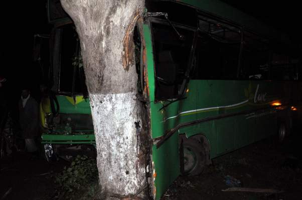 Photo of بنسيلمان بوزنيقة: 25 جريح حالة سبعة منهم خطيرة في حادث اصطدام حافلة للنقل الخاص بشجرة