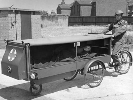 Photo of صورة نادرة لأول سيارة إسعاف في العالم