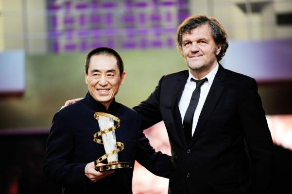 "Photo of تكريم الممثل الصيني ""زهانك ييمو"" بمنحه النجمة الذهبية على هامش فعاليات الدورة 12 للمهرجان الدولي للفيلم"