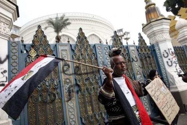 Photo of عاجل/مؤيدو محمد مرسي يعتدون على الصحفيين وأخبار عن إخلاءه بيت أسرته