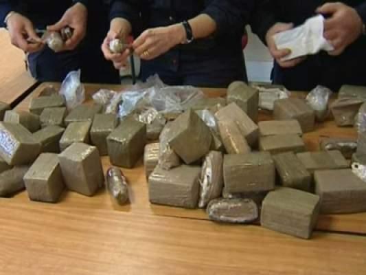 Photo of طنجة: تفكيك شبكة دولية لتهريب المخدرات والقبض على 8 نساء يمارسن نفس النشاط