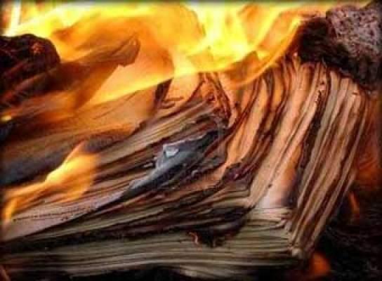 Photo of إيطالي يحرق رسائل حبيبته.. والمنزل