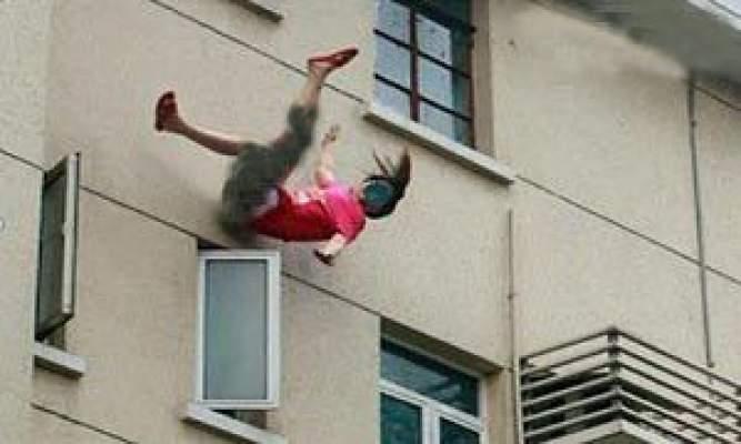 Photo of مغربي يُلقي عشيقته ذات الـ 17 عاماً من النافذة خوفاً من زوجته