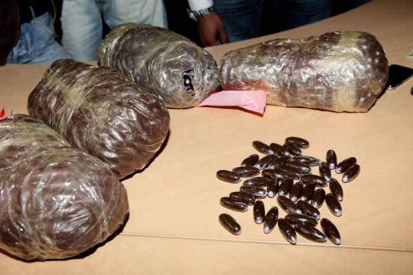 Photo of بالصور: إيقاف شخصين متهمان بالاتجار الدولي للمخدرات أحدهما تونسي
