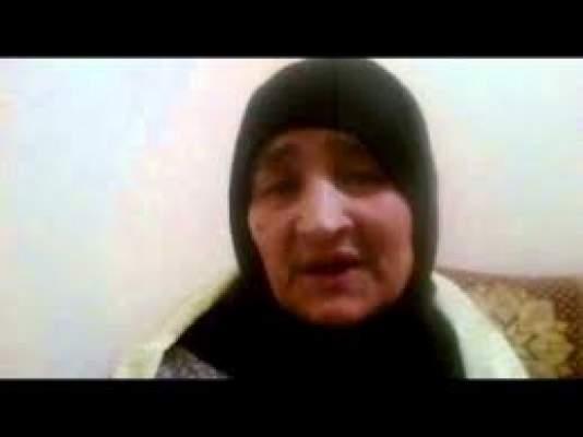 """Photo of فيديو (ميدلت): والدة """"الميكانيكي"""" الذي يتهم نائب وكيل الملك بإلزامه بتقبيل رجليه"""