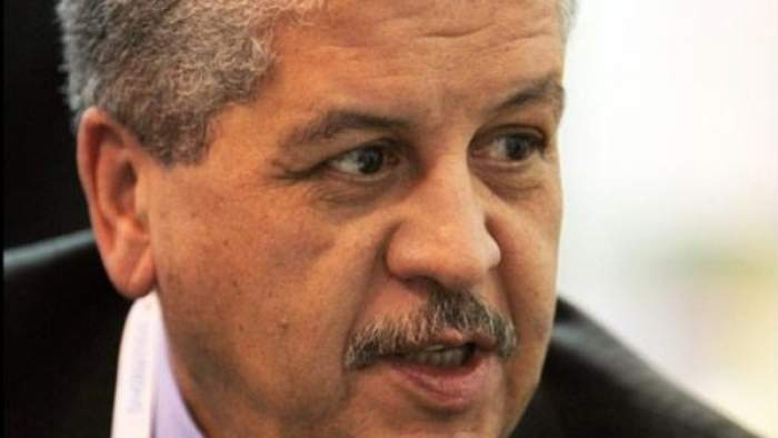 """Photo of دعوات لإقالة رئيس وزراء الجزائر بعد وصفه العاطلين  بـ""""الشرذمة"""""""