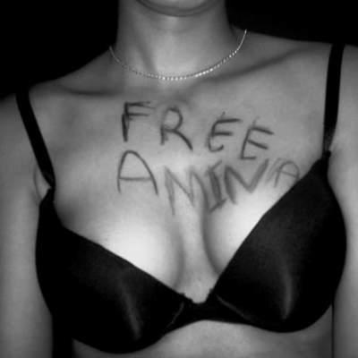 """Photo of مغربية تنشر صورة صدرها شبه عاري على موقع """"فيمن"""""""