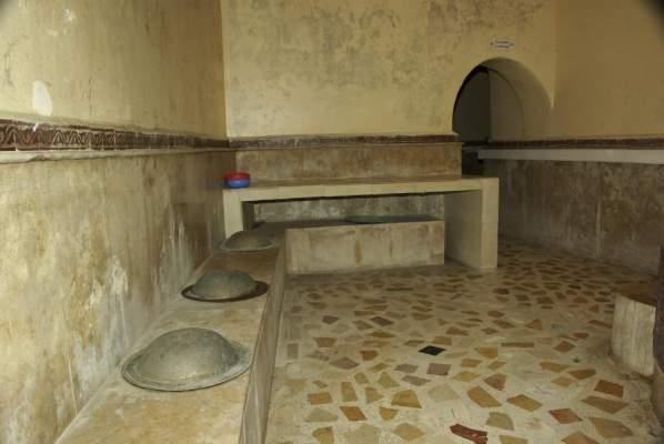 Photo of إصابة ثمانية اشخاص في انهيار سقف حمام شعبي بمدينة طنجة
