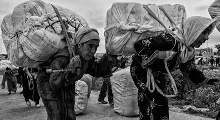"""Photo of بمناسبة عيد المرأة، جريدة """"آيريش تايمز"""" تتحدث عن المغربيات حاملات السلع المهربة بمليلية"""