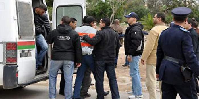Photo of رجال الشرطة يتنكرون في زي عمال النظافة وبائعي الفواكه لإيقاف مجرمين خطيرين بالبيضاء