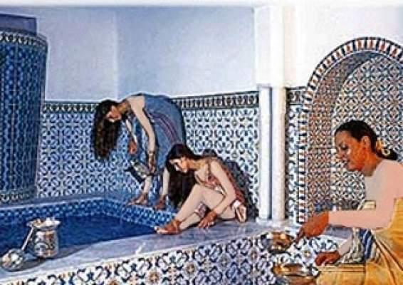 """Photo of """"كيد وانتقام النسا"""" بفاس: أربع نساء يختطفن فتاة من داخل حمام ويشوهن وجهها بالماء القاطع"""