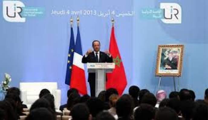 """Photo of حسب قراءة إعلامها: هولاند يطعن الجزائر في المغرب بالرغم من """"بوسة"""" الجزائري """"السّاسي"""" ليده"""