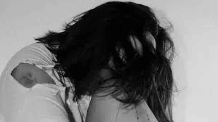 Photo of فتاة تحمل من أبيها الذي دأب على مضاجعتها منذ كانت في سن التاسعة