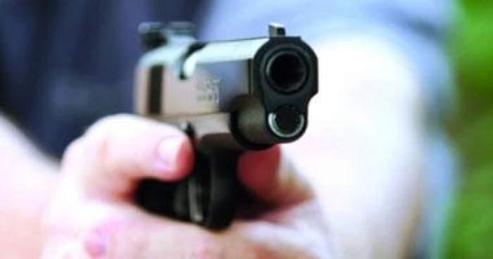 Photo of تارودانت: شرطي يستعمل مسدسه لضبط شخص أرعب عرسا وهاجم الشرطة بسكين