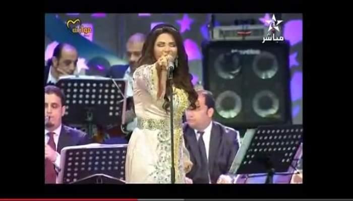 Photo of فيديو: ثلاث زلات لأحلام في موازين: أكره المغرب بدونك.. وسقوط العلم المغربي وعدم وفائها بما وعدت به