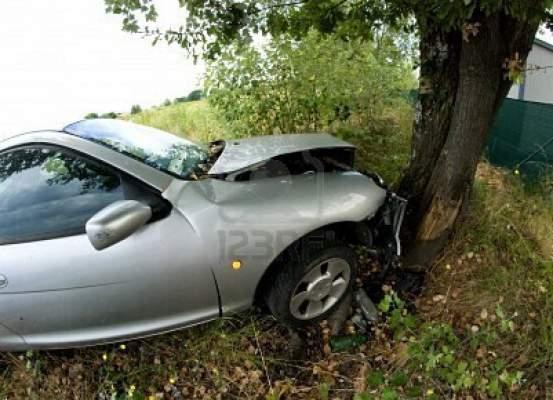 Photo of اصطدمت سيارتهما بحافلة: وفاة مغربيين في حادثة سير بإيطاليا
