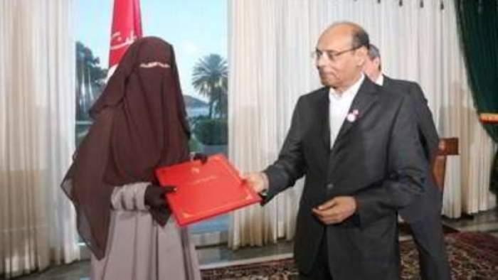 Photo of الرئيس التونسي يثير الجدل بدفاعه عن المنتقبات والسلفيين