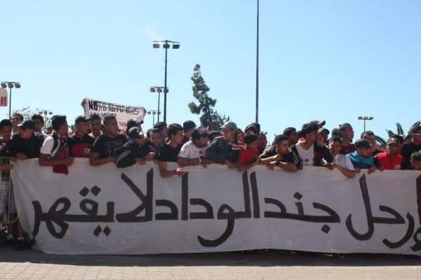 "Photo of بالصور: الوقفة الاحتجاجية الخامسة لإلترا ""الوينرز"" للمطالبة برحيل أكرم عن الوداد الرياضي"