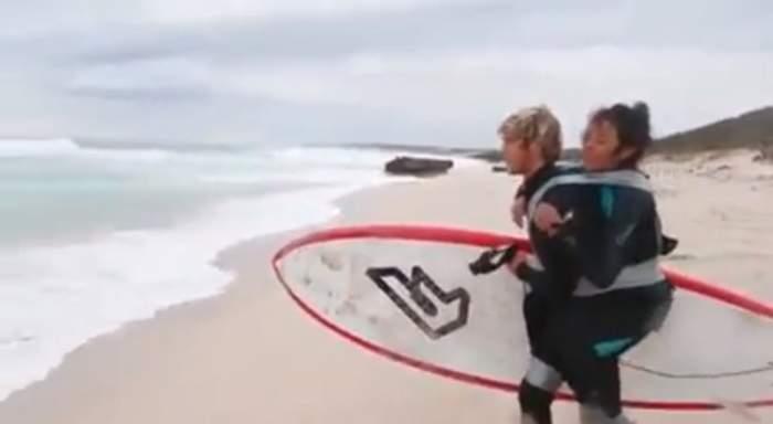 Photo of بالفيديو: أسترالي وعد أمه المعاقة بركوب الأمواج معاً فوفى بوعده
