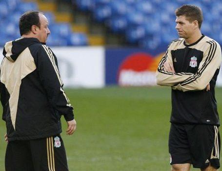 رئيس ريال مدريد يقيل المدرب بينيتيز بعد الهزيمة الثقيلة أمام الغريم