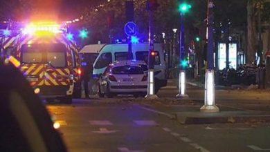 Photo of 40 قتيلاً على الأقل بهجمات متزامنة في باريس واحتجاز نحو 100 شخص