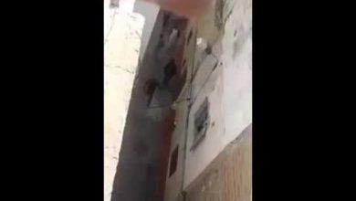 Photo of مجرم بسكين من الحجم الكبير يستعمر حيا بأكمله في غياب تام للأمن