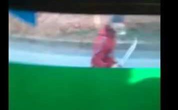 Photo of ظهور فيديو يثبت اعتداء جمهور الوداد على حافلة الرباط عقب الكلاسيكو