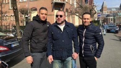 Photo of مغاربة يحكون لحظات اللقاء بالملك في أمستردام واخد صور معه !!