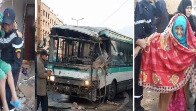 Photo of خطير وبالصور.. حافلة للنقل العمومي تخترق منزل بسيدي عثمان وهذا ما وقع للعائلة التي توجد بداخله