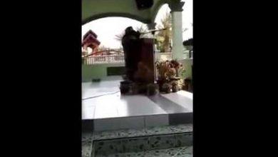 Photo of لحظة وفاة داعية أثناء إلقائها خطبة في احتفالية دينية